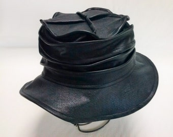 Rain hat leatherette.