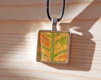 Handmade necklace with pendant made of metal, resin and real oak leaf