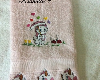 Pink towel embroidered Aristocats,