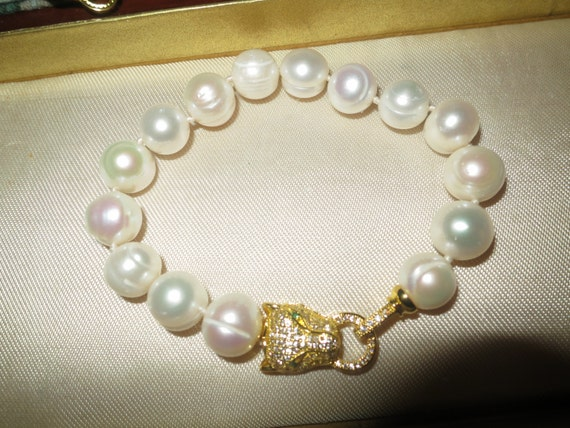 Lovely genuine 11-13mm high lustre baroque South Sea white pearl bracelet gold plated panther clasp