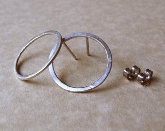 (925) sterling silver round earrings