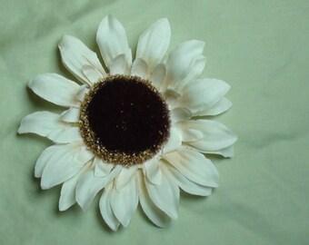 White Sunflower FLOWER HAIR CLIP black center girls hair clips brooch hair fashion flower hair accessories women girls teens toddlers cute