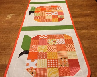 Pumpkin table runner made from the Farm Girl Vintage patchwork pumkin block