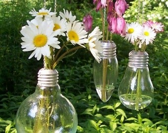 Light bulb vase chain