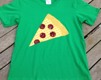 Fun, quirky kids 100% cotton t-shirt with handmade appliquéd pizza design. Age 5-6 years