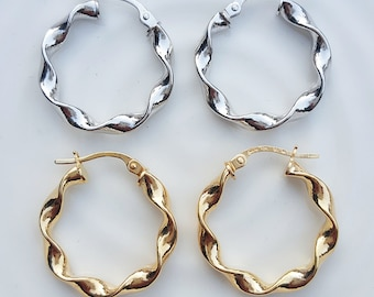 Fine 9ct Gold 2.4cm Hoop Earrings with Twist Detail in White or Yellow