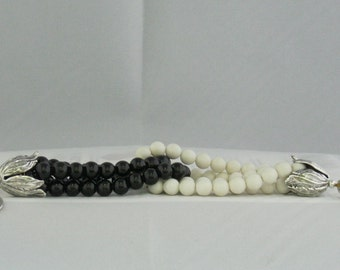 Two-loop black/white bracelet