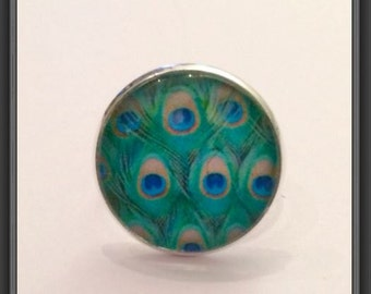 Ring round cabochon blue and green Peacock