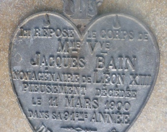 plate of cemetery metal cast aluminum funerary object from France remember 1900 shape heart