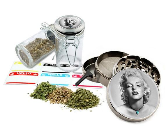 "Marilyn Monroe - 2.5"" Zinc Alloy Grinder & 75ml Locking Top Glass Jar Combo Gift Set Item # 50G012516-7"