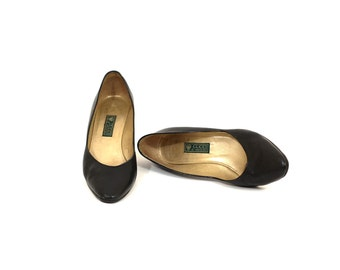 """30% OFF SUMMER SALE- Use code """"Summersale""""/ Vintage Gucci heels / Iconic black leather pumps / Classic Gucci pumps size 37 / 7.5"""