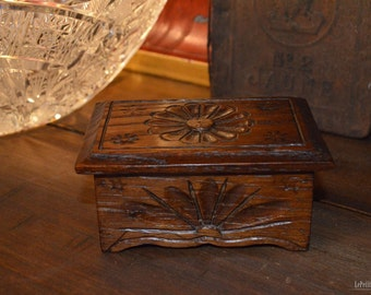Early 1900's - Very nice miniature Brittany box from France