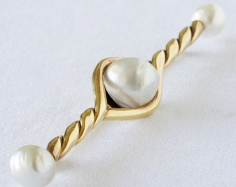 Gold Brooch with three Barroque Pearls