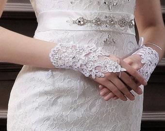 White Lace gloves White Fingerless gloves Rhinestone gloves White Bridal Gloves White Wedding Gloves Formal Gloves White Wrist Gloves Mitten