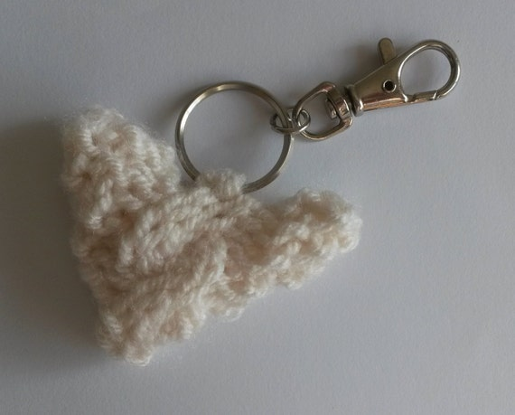 "Knit Bag Charm. Cream yarn heart with tiny cable. 2"" across. Knit Aran Heart. Zipper charm. Made in Ireland. Cute handmade Aran bag charm."