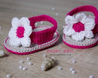 Baby sandal pink crocheted with flower white sand 15 Gr.