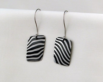 Hypoallergenic OX00 damask stainless steel earrings-0016