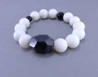 white coral and agate stretchable bracelet