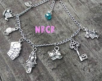 Alice in Wonderland Bracelet. 9 Charms. Silver.