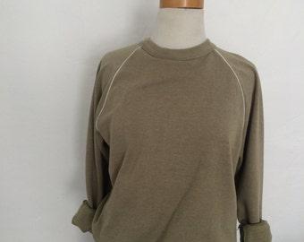 sporty green raglan sleeve sweatshirt