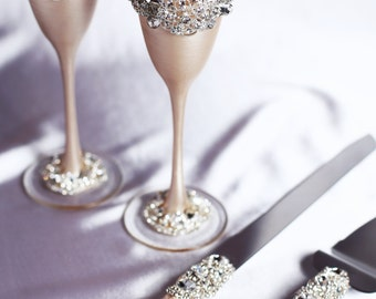 Personalized Wedding glasses and Cake Server Set light champagne Personalized glasses Champagne flutes Cake cutting, Wedding set of 4