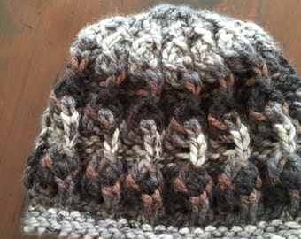 The Vic  woman hand knitted chunky yarn warm hat
