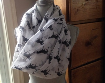 Infinity scarf with horses in white and black