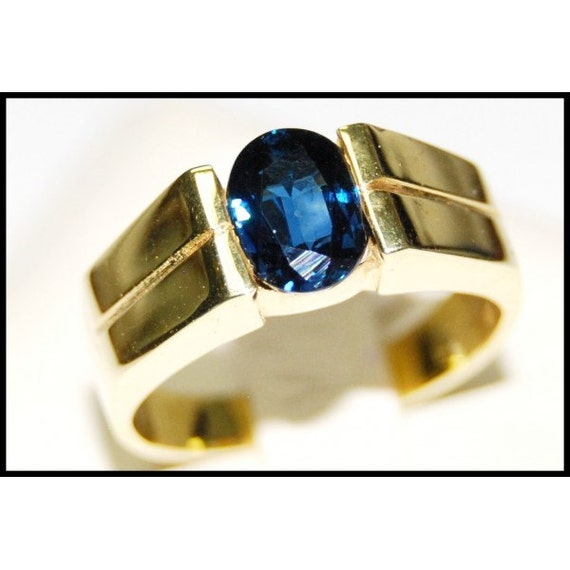 Oval blue sapphire gemstone solitaire 18k yellow gold ring for Sapphire studios jewelry reviews