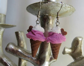 Strawberry and cream ice cream earrings!