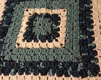Plush, Chunky, Soft Baby Blanket. Granny Square Crochet pattern blanket.