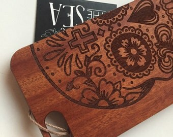 Wooden iPhone 6 case / sugar skull engraved / FREE SHIPPING