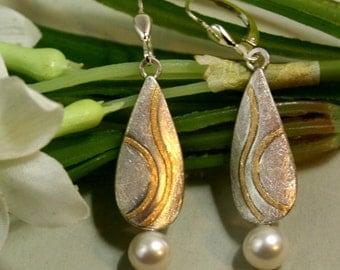 Long earrings with pearls