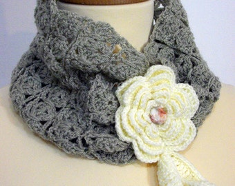 Neckwarmer closed with flowers and leaves - Scaldacollo ad anello chiuso con fiore d'Irlanda e foglie
