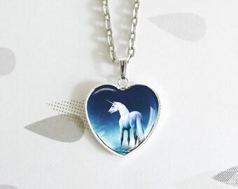 La licorne - Magic Fairy - Heart shaped cabochon - Necklace in silver metal