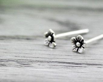 sterling silver bali flower stud earrings, oxidized flower stud earrings, tiny bali flower stud earrings, tiny antique flower stud earrings