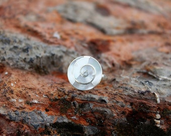 Mother of pearl spiral silver ring