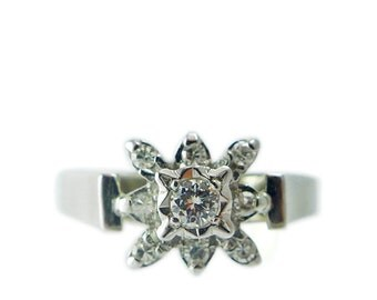 1970s 18ct White Gold and Diamond Cluster Ring