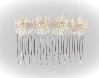 Comb with daisy in Golden crochet flowers