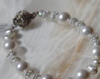 White pearl/fresh water pearl bracelet
