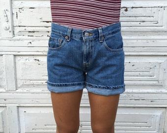 Levi's Mid Rise Denim Shorts - Size 6