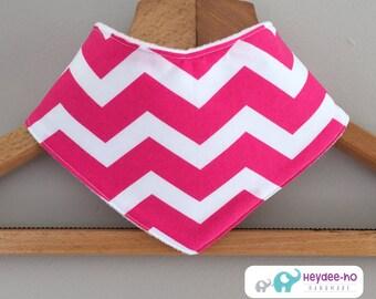 Cotton baby bandana bib – pink chevron