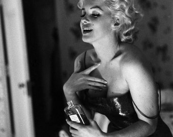 Marilyn Monroe Iconic Actress and Sex-Symbol - 5X7 or 8X10 Photo (ZZ-301)