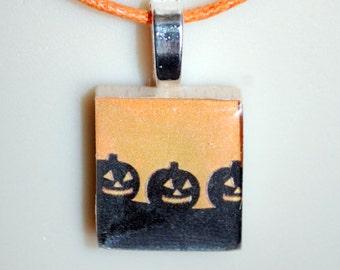 SCRABBLE TILE  Fun Art Pendant Necklace  - Pumpkins - Halloween