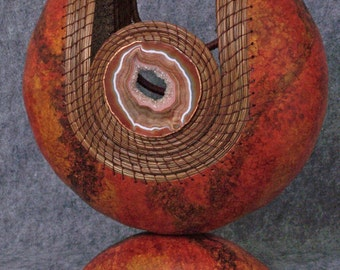 Fine Gourd Art Sculpture with Pine Needle Weaving and Agate Slice