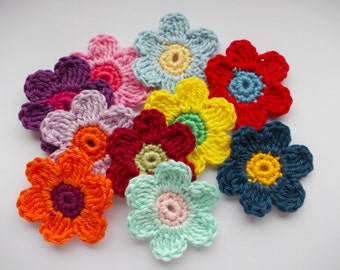 10 colorful crochet flowers - 4,5 cm