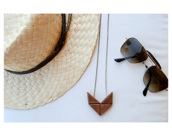 Necklace with wooden elements