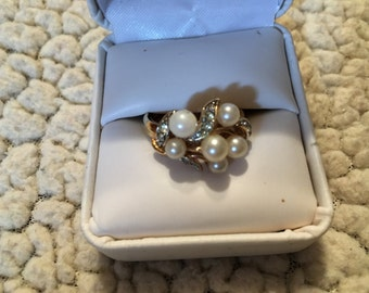 Very nice Avon gold tone ring size 9
