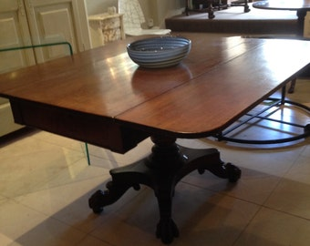 Dining room table on central pillar