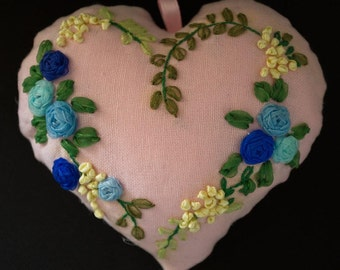 Heart embroidery to the Ribbon