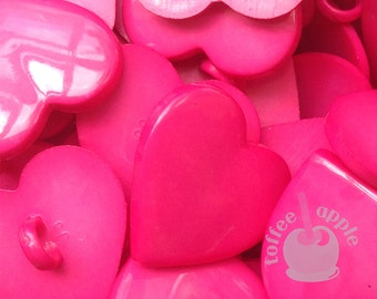 FREE P&P 8 x 20mm Hot Pink Plastic Heart Buttons with Shank